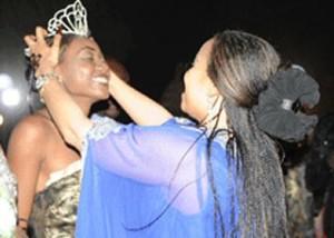 Le Tchad connait sa miss pour 2012  dans CULTURE Miss-Tchad-20122-300x214