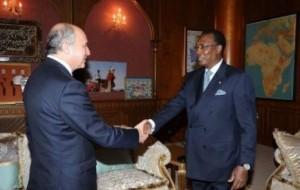 Laurent Fabius évoque la situation malienne au Tchad avec Idriss Déby  641909-336085-jpg_439619_434x276-300x190