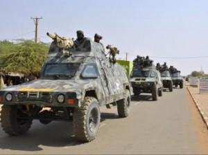Kidal : l'armée tchadienne rassure la population dans ACTUALITES blindes-tchadiens-en-route-mali_0-300x224