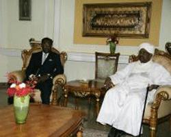 visité d'amitié et travail du Président Idriss Déby Itno à Khartoum dans ACTUALITES im_08_02_2013
