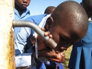 Tchad : 34 millions USD pour fournir de l'eau potable et des services d'assainissement à 8 villes secondaires dans ACTUALITES playpump2-300x225